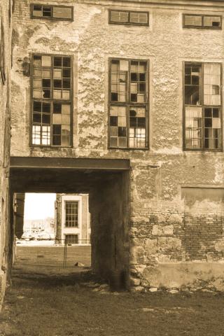 Verlassenes Gebäude in sepia